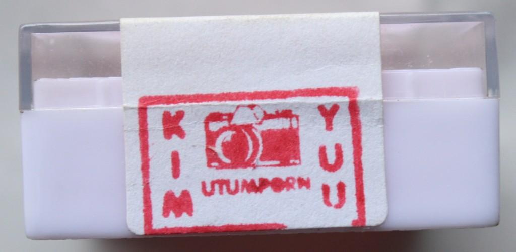 สัญลักษณ์ที่ติดอยู่ที่สติ๊กเกอร์แต่ละงาน ซึ่งจะบ่งบอกเอกลักษณ์ว่ากล่องมาจากที่ไหน