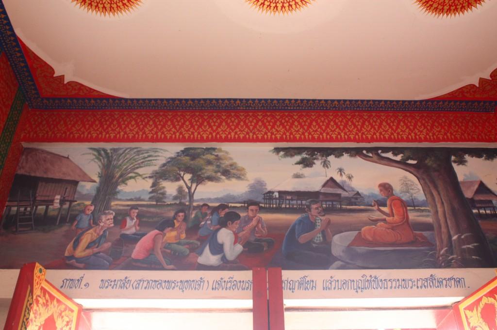 ผนังบนประตูหรือขอบต่างๆ จะมีภาพวาดเกี่ยวกับพระเวชสันดรชาดกและภาพบอกเล่าเรื่องราวสมัยก่อน
