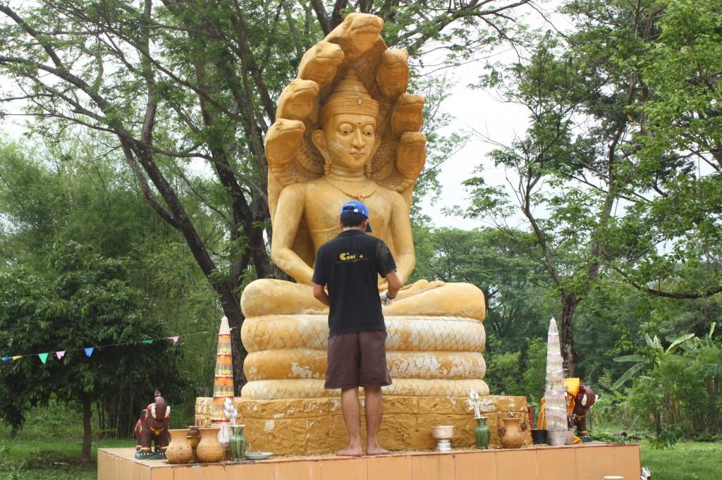 บูรณะพระพุทธรูปที่ลานด้านข้างศาลาการเปรียญ ซึ่งชำรุดทรุดโทรมไม่งามตาเมื่อราวเดือนพฤษภาคที่ผ่านมา